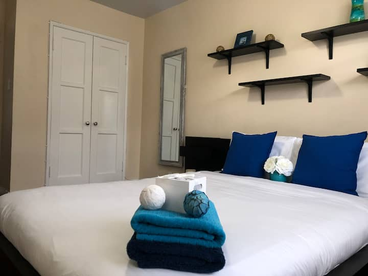 Hollywood Fully Furnished One Bedroom Unit + Park