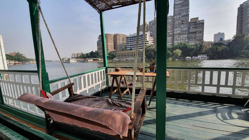 Traditional houseboat1 on the Nile - Central Cairo