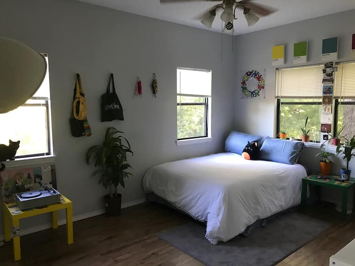 GORGEOUS 1BR with private bathroom/walk in closet