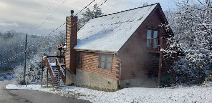 ★ Charming Rustic 3BR Cabin in the Hills ★