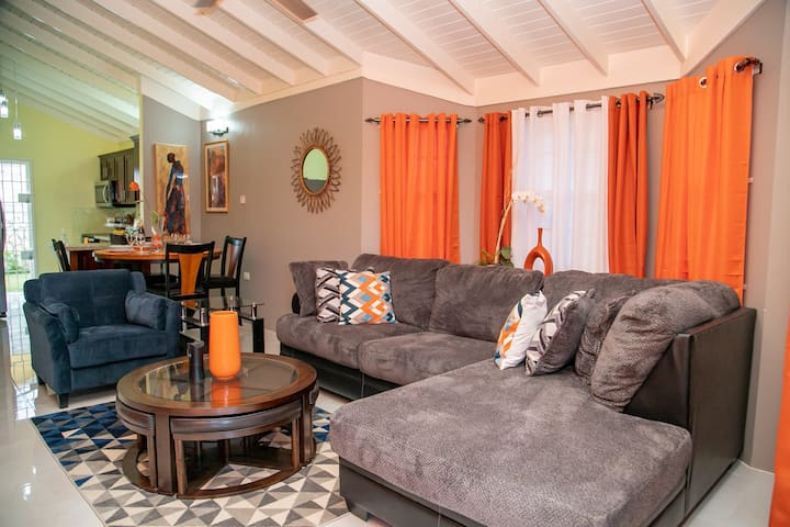 Modern,  Safe, Paradise Villa, in StoneBrook Manor