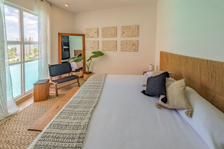 Master bedroom // Recamara principal