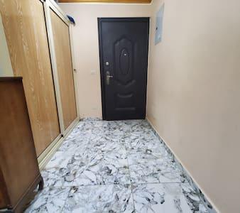 مدخل الشقه الخاص من الداخل