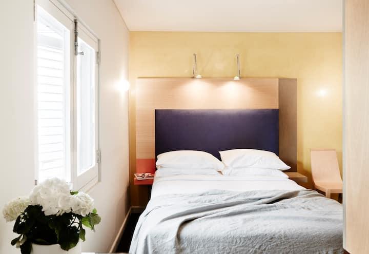 Deluxe Queen room 215