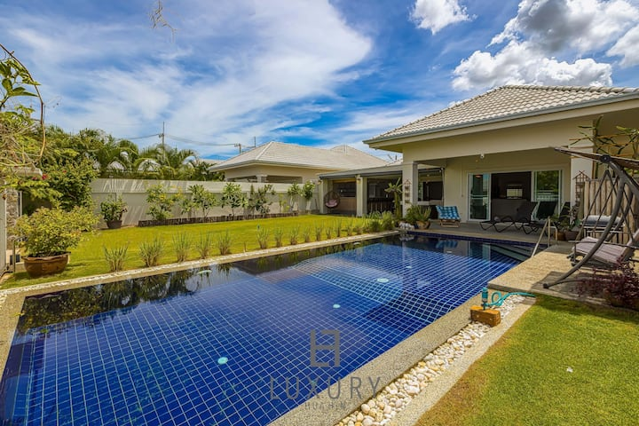 Cozy Modern 3 Bedroom Pool Villa!