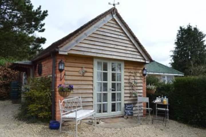 Cosy bijou retreat in quiet, small town location