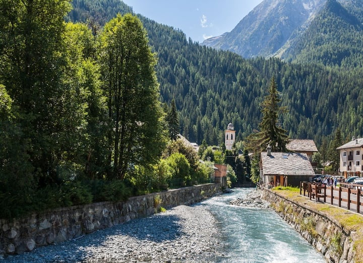 Champoluc - walking distance from ski slopes