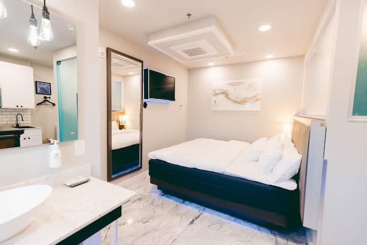 River Sirens Hotel Junior Suite