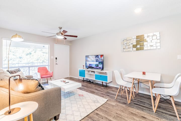 SoCo Staycation, King Bed, 8 Min to Downtown | 1BR