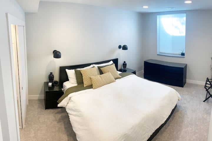Private bedroom with King-Sized Tempur-Pedic mattress!