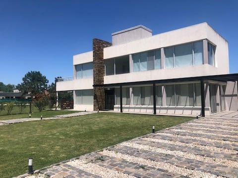 Espectacular Casa  4 dorm. Pilar/ Haras Del Sol