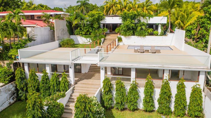 Luxury Beachfront Villa, Pool, Staff, 7 Bedrooms!