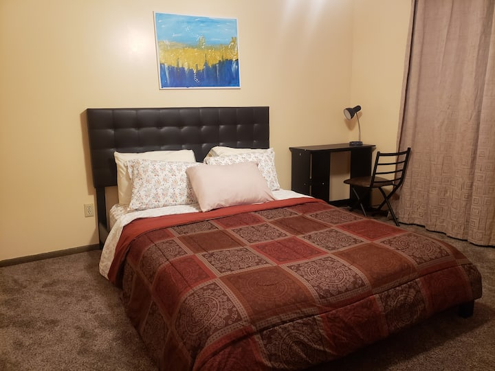 Comfortable Private Room2- Brooklyn Park MN