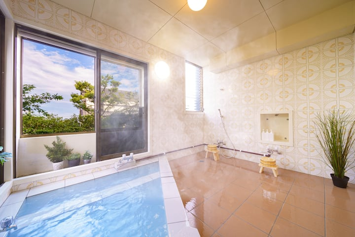 【BBQ space available】♨ Luxurious house with ONSEN, unique blue hot spring/Max15/Free Parking (6 cars)