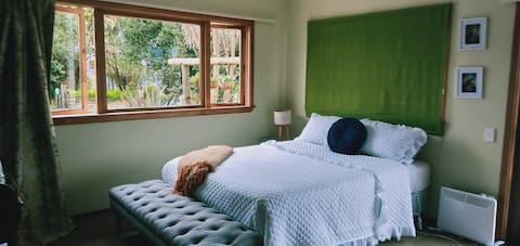 Readers' Retreat - Tui Room