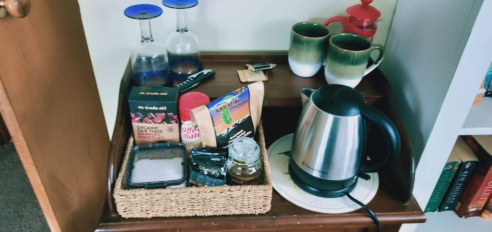 In room amenities - tea, coffee, hot chocolate. Mugs, plunger, jug and wineglasses.