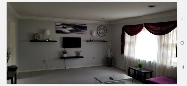 Clean, private bedroom & bath close to Downtown