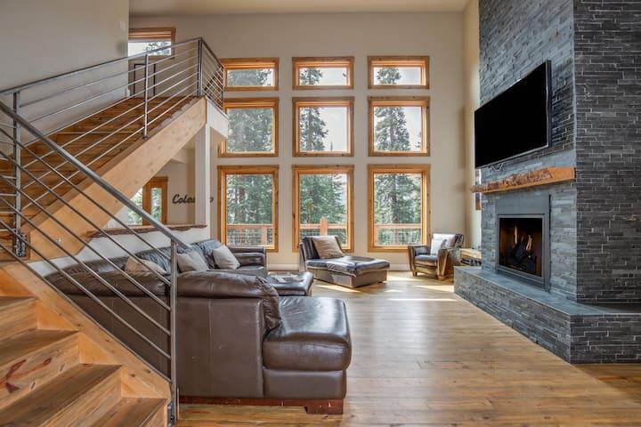 *NEW* LUXURY RETREAT: 5,000 sq ft Mountain Chalet