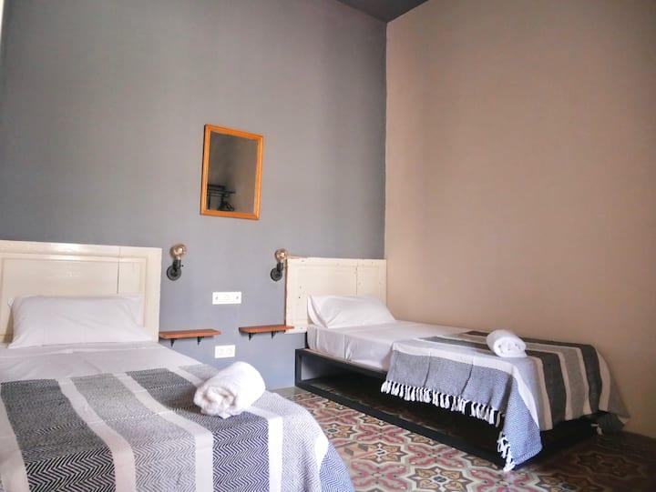 Habitación Twin (No. 104) con baño privado