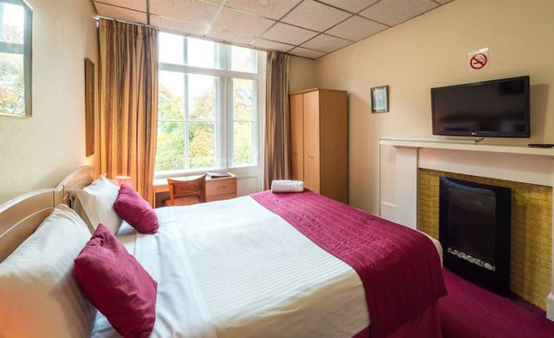 This is a double en-suite room for 2 people.