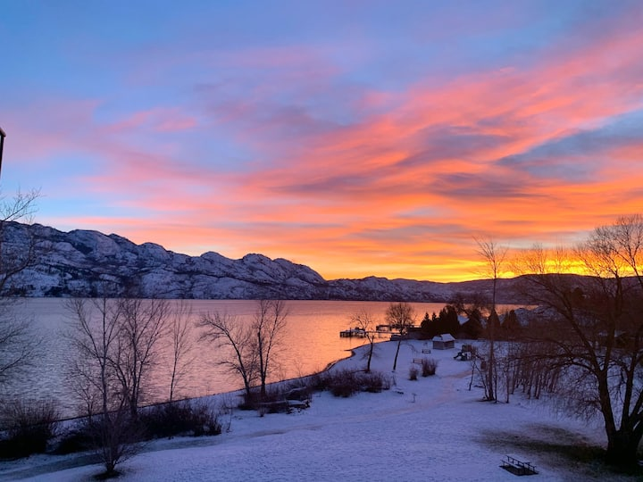 LAKESIDE WITH SPECTACULAR VIEW | OKANAGAN GALLERY