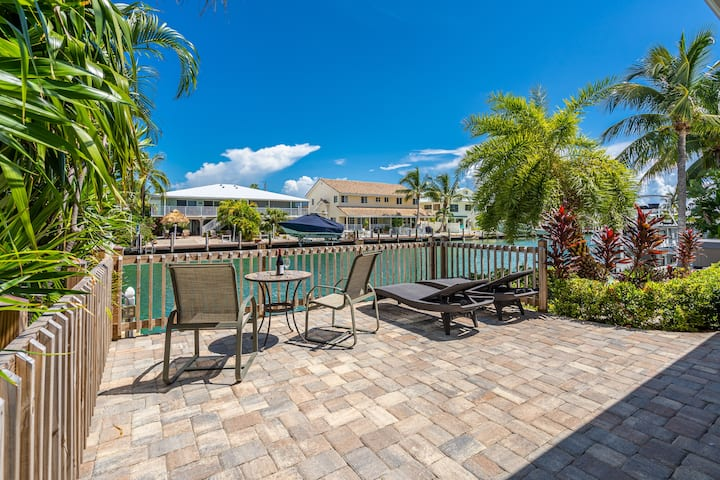 Waterfront Home 37.5-ft dock, Cabana Club Included