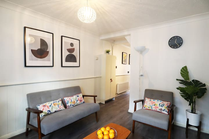 Cute Quiet House 4 mins from Cafés Station and Sea