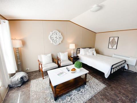 THE AVERY - One Bedroom Studio Apartment