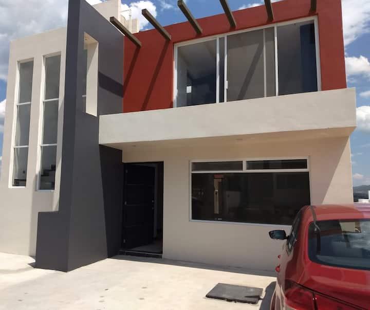 Casa Familiar con habitaciones independientes.