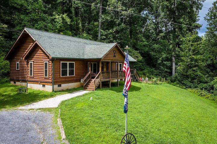 Buck's View: Shenandoah Mountain Retreat