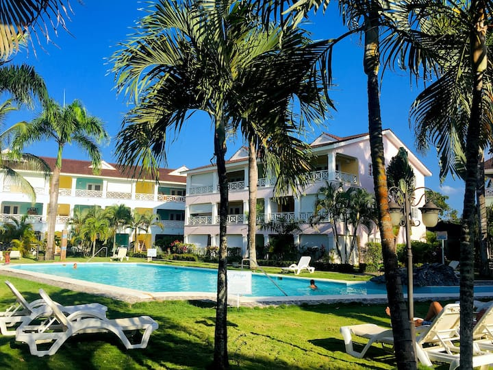 Condo, pool, Wifi, step from the beach,Punta Popy