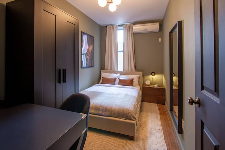 LES Cool & Comfortable Bed in Fully-Furnished Home