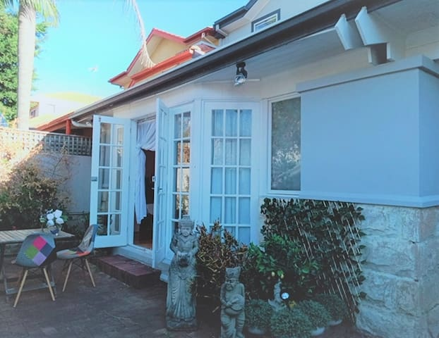 Bondi Beach bliss 1 bedroom & courtyard & car spot