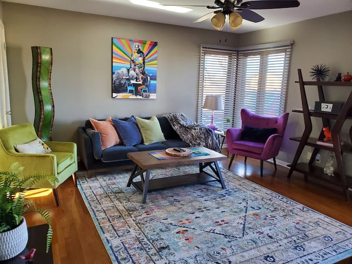 Stylish Comfy 3Bdrms Mid Century Modern Salina, KS