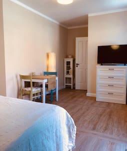Schlafzimmer und Bad im Erdgeschoss ohne Treppe