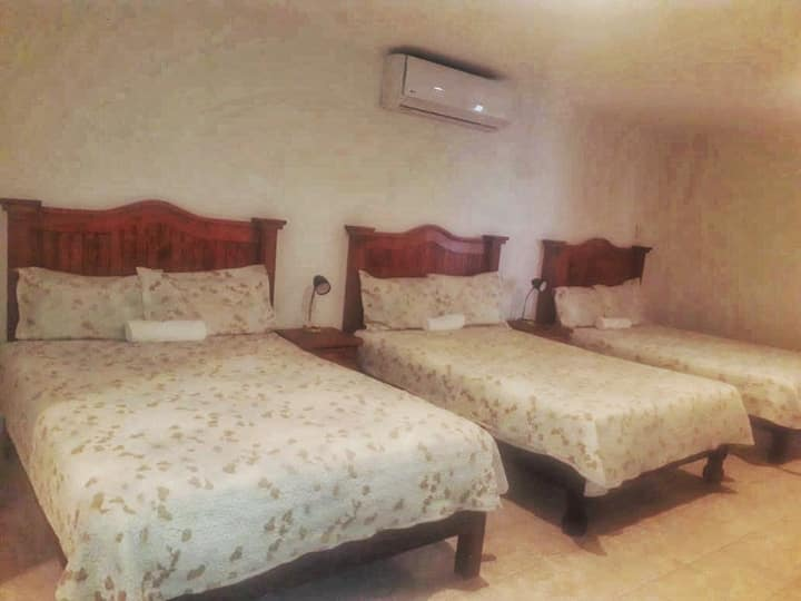 COMFY PRIVATE Room FOR 6 @ Landa de Matamoros