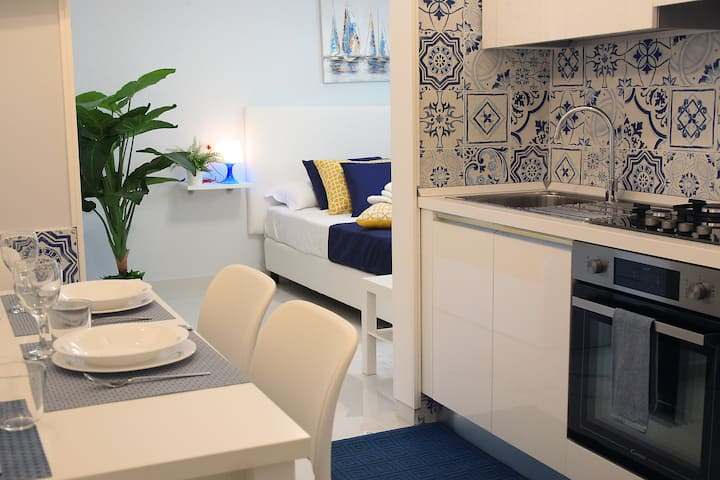 "Bluerose Apartments ""Ischia Room"""