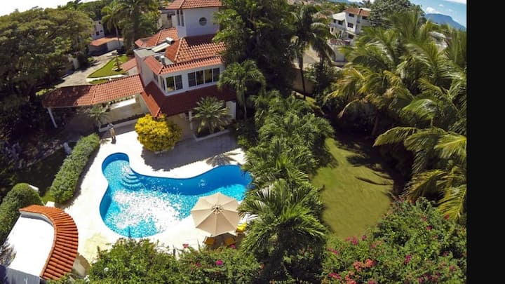 For Rent Luxury 6/9 bedrooms, 6/9 baths Villa LI