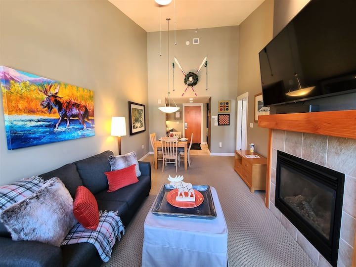 Platinum Ski In/ Ski Out, Top Floor Condo.