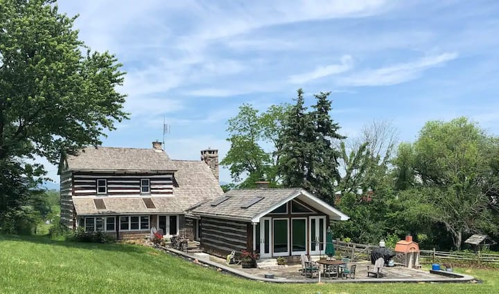 Unique Colonial Log House Secluded Near White Tail
