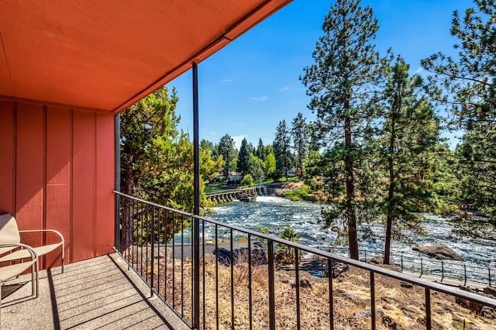 Downtown Corner Studio with 270-degree Riverview