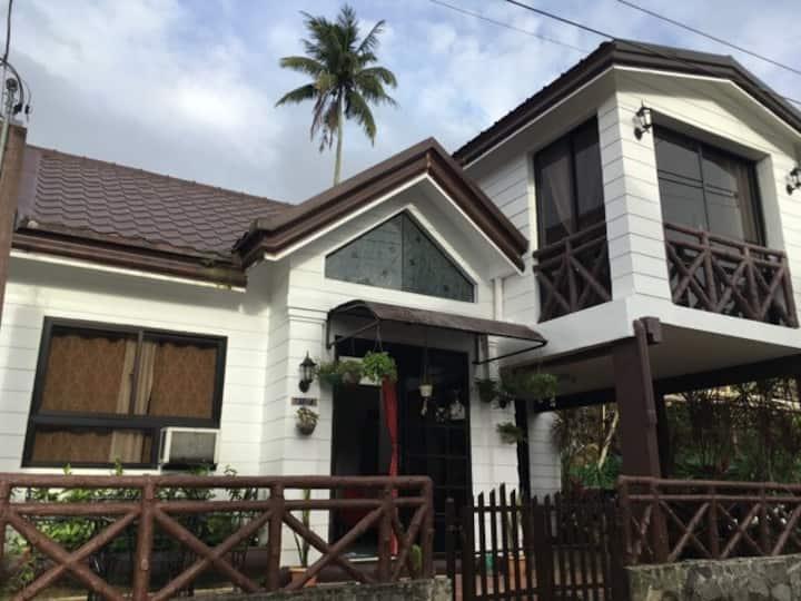 Haus of Dwaldz @ Metro Tagaytay