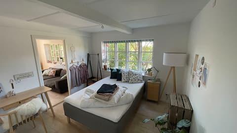 Privat værelse i lille hus