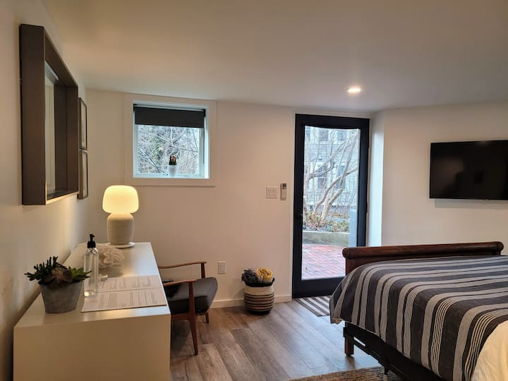 Brand New Guest Suite in West End with Parking