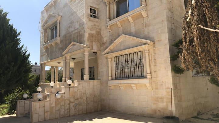 Luxury Villa in Irbid  فيلا راقيه بالحي الشرقي
