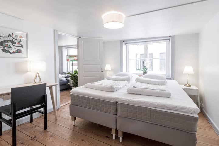 ★Balcony Apt. Central in Copenhagen, 50M to Metro★