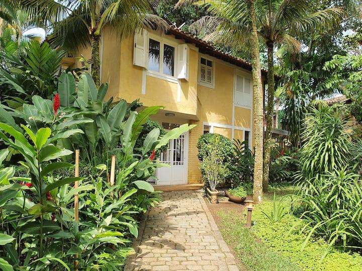 Villa na Praia da Baleia com conforto total