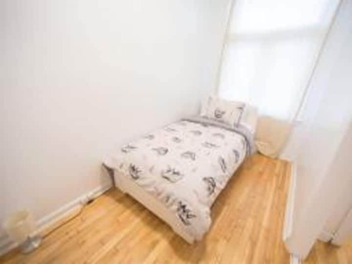 Cozy & Clean Room Near Downtown & Little Italy