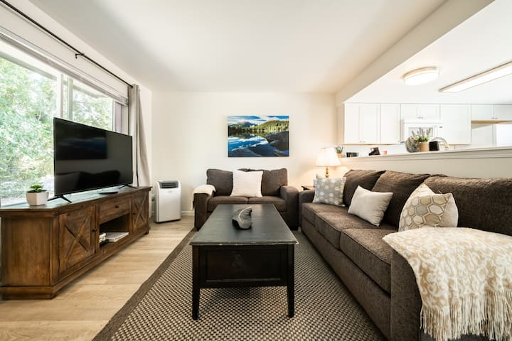 ❀ Stunning ❀ Townhouse with A/C! Sleeps 6 People