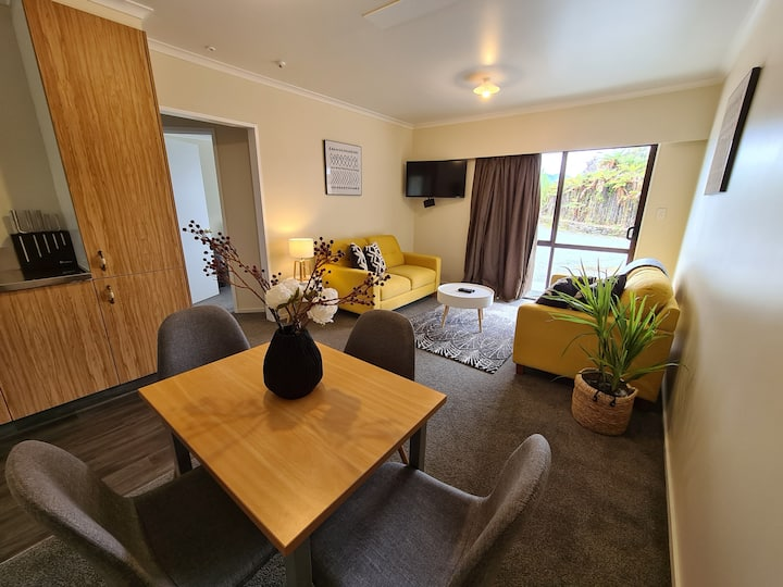 ★CENTRAL Cosy 2 BR Apartment w/ Breakfast Hamper★